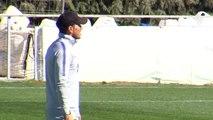 Godín se retira del entrenamiento del Atlético por un golpe