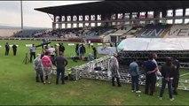 Karabük Üniversitesi'nde sağanak ve fırtınadan mezuniyet töreni için kurulan sahne çöktü - KARABÜK