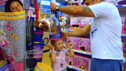 Acheté Nastya et Papa chapeau en boutique de jeux