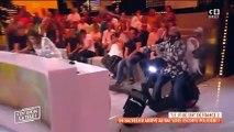 Cyril Hanouna arrose Valérie Benailm pendant son direct
