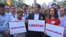 Rivera apoya a la mujer agredida por quitar lazos amarillos