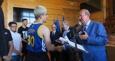 Une médaille décernée aux jeunes adolescents qui avaient rendu 4 000 euros trouvés dans le RER