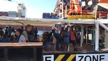 Llegan los refugiados rescatados por la ong  Open Arms