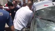 ŞANLIURFA Otomobil ile hafif ticari araç çarpıştı: 1 ölü, 2 yaralı
