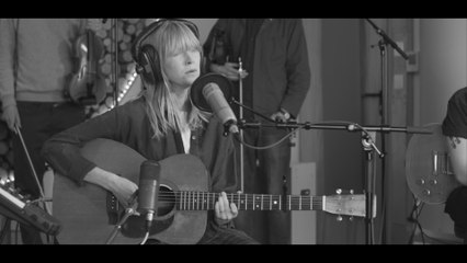 Lucy Rose - Treat Me Like A Woman