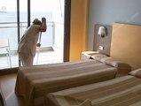 El colectivo de limpieza en hoteles denuncia condiciones laborales extremas en varios complejos del Mediterráneo y Canarias.