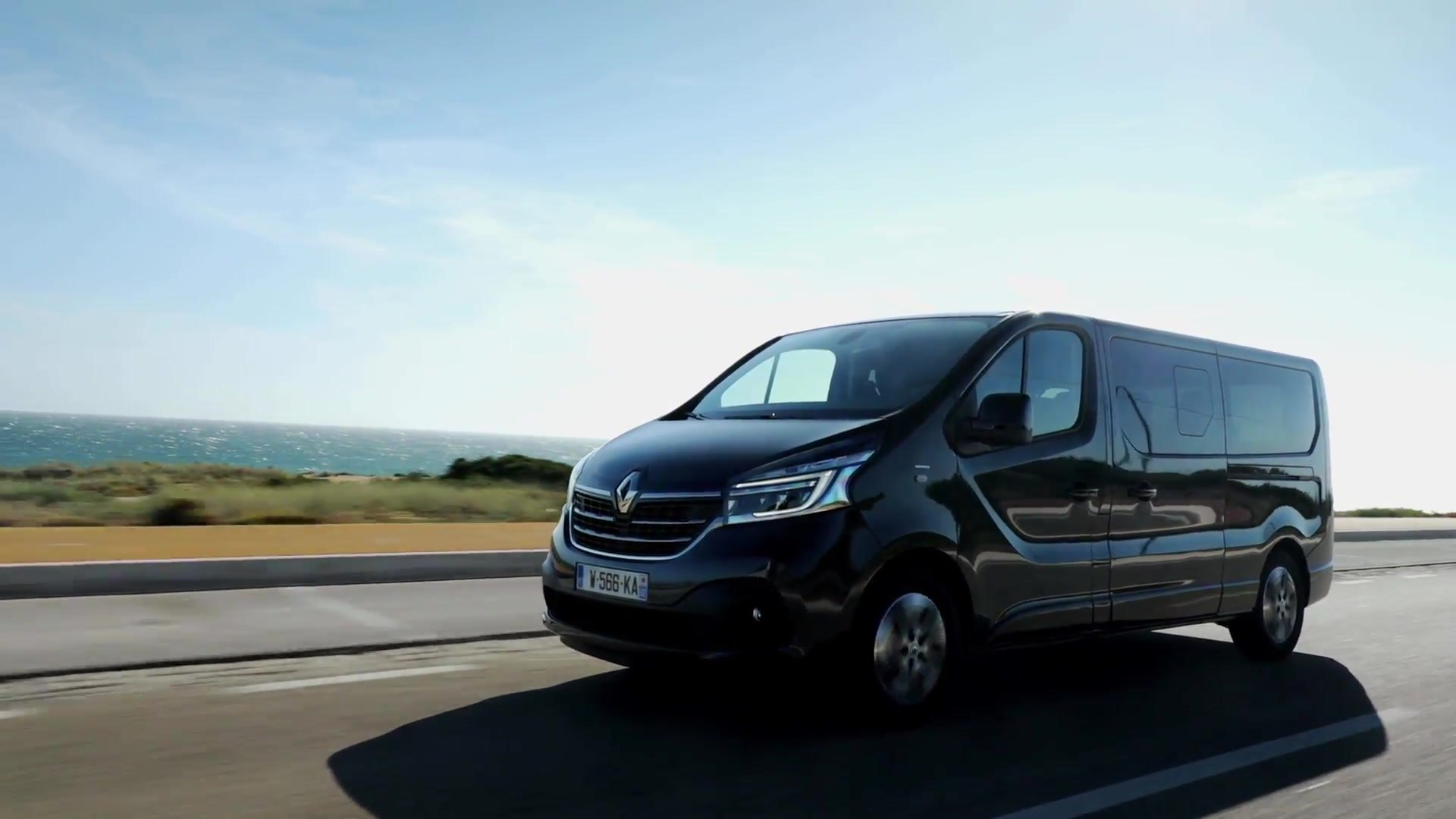 2019 New Renault Trafic Spaceclass Driving In Portugal