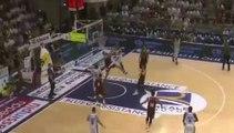 Basket-Ball - Tyrus McGee Dunks Over Mitchell Watt
