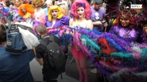 World's longest feather boa sets new world record in NYC's Times Square