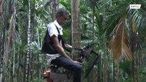 Un agricultor indio construye una máquina para escalar árboles