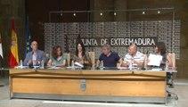 Junta y sindicatos firman nuevo decreto de interinos docentes