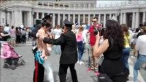 Una mujer es detenida en el Vaticano por reivindicar en topless su derecho a amamantar en público