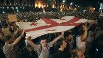 Miles de georgianos mantienen las protestas contra Rusia frente al Parlamento