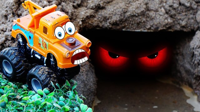Tow Mater saw Crocodile in the cave - Tayo the Little Bus Disney car Tow Mater - Ly LY ToysReview