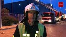 Los bomberos siguen rematando un incendio industrial en Madrid