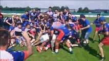 Scène de joie une fois le trophée du challenge Yves-du-Manoir remis aux Mâconnais