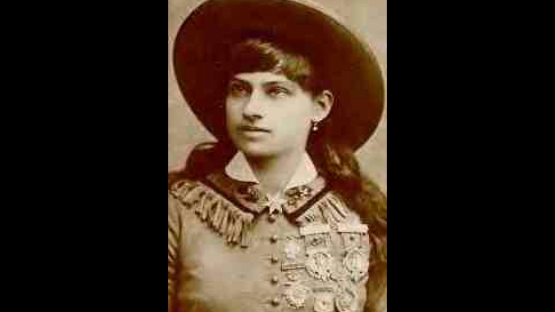 Mysteries of Annie Oakley: A Biography of her Career and Life