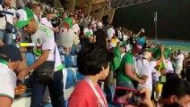 Les supporters algériens nettoient les tribunes