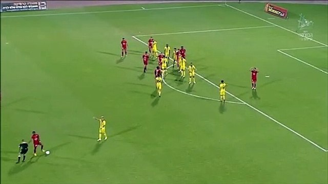 Player from the Israeli league disagrees with the ref and moves his spray forward