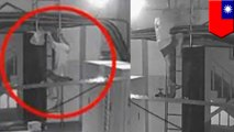 Pria BAB di tank air apartemen untuk balas dendam - TomoNews