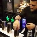 Le tour de magie exécuté par ce barman a atteint tout un autre niveau