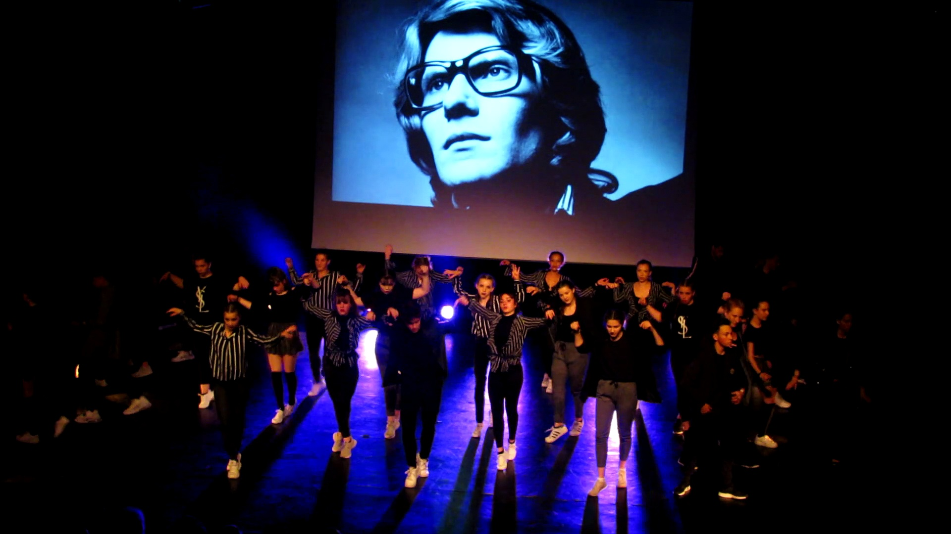 11. Yves Saint Laurent show 2 depuis cour