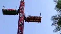 La nacelle d'une attraction chute en Inde