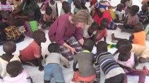 La princesse Elisabeth et la reine Mathilde rencontrent les enfants au Kenya