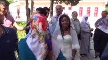 Babasının Vasiyetini Afrikalı Kızla Evlenerek Yerine Getirdi