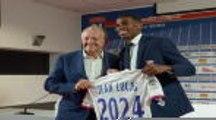 Lyon - Le jeune milieu brésilien Jean Lucas présenté devant la presse