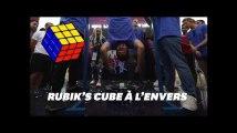 Record mondial: Il résout un Rubik's Cube en treize secondes la tête à l'envers