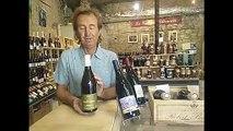 Les Héros de la Vigne - Guy Destribats nous présente une bouteille du Domaine Mirabel