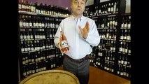 Les Héros de la Vigne - Jean  Guizard nous présente une bouteille de la cuvée Rosa Rosae