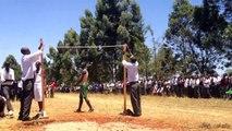 Concours de Saut en hauteur au Kenya dans un lycée.. impressionant !