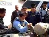 Insolite - Bras de fer entre policier Irakien et soldat US