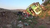 Sebze taşıyan kamyon devrildi: 1 yaralı