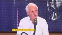 """""""Le point noir, c'est notre consommation. [...] On tourne en rond, on est incapable de prendre les véritables décisions"""", selon Yann Arthus-Bertrand. https://www.francetvinfo.fr/en-direct/tv.html"""