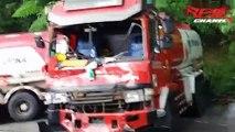 Un homme saute d'un bus dont les freins ont laché
