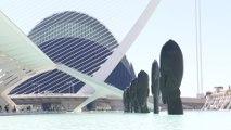 El artista Jaume Plensa levanta su Isla de Pascua en València
