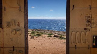 What do people on Lampedusa think of the migrants wanting to land on the island?