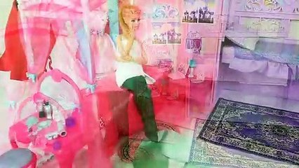 Mermaid Barbie Rapunzel Ariel Princess Room Breakfast Morning Routine ; Princesa Sereia Boneca | Karla D.