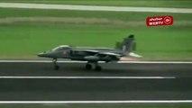 Kuş sürüsüne çarpan savaş uçağı, kalktığı pisti bombaladı!