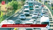 İstanbul'un trafik yoğunluğu son durum! Metrobüs duraklarında yoğunluk