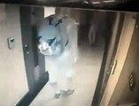 Un homme tente d'agresser une femme qui entre dans sa chambre d'hôtel !