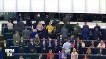 """Les Britanniques du """"Brexit Party"""" tournent le dos lors de l'hymne européen au Parlement, à Strasbourg"""