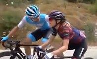 Un cycliste double sa copine pendant une course et lui fait un bisou au passage