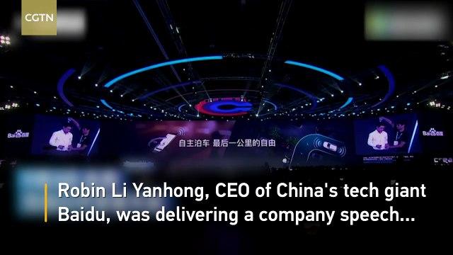 Robin Li, fondateur et PDG de Baidu, le moteur de recherche dominant en Chine, aspergé d'eau par un inconnu en pleine conférence
