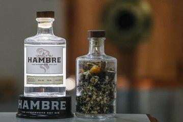 Como é feito o gim em uma microdestilaria
