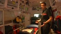 Ce pompier raconte comment deux randonneurs se sont faits attaquer par un essaim d'abeilles, jusqu'à l'intérieur de l'ambulance