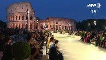 Fendi homenageia Lagerfeld com desfile no coração de Roma